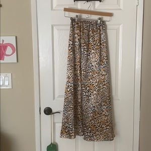 Midi leopard skirt with a cinched waistline